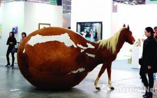香港巴塞尔:年轻艺术家、抽象派作品成焦点