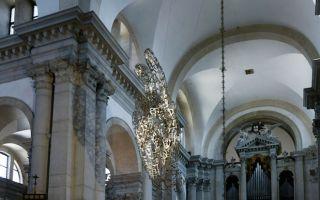 威尼斯双年展:艺术家乔米·普伦萨用超轻盈雕塑探索人与空间的关系