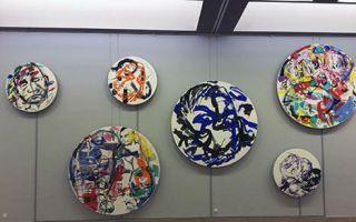 """瑞士""""新表现主义""""艺术家卡斯特利与他的""""旋转绘画"""""""
