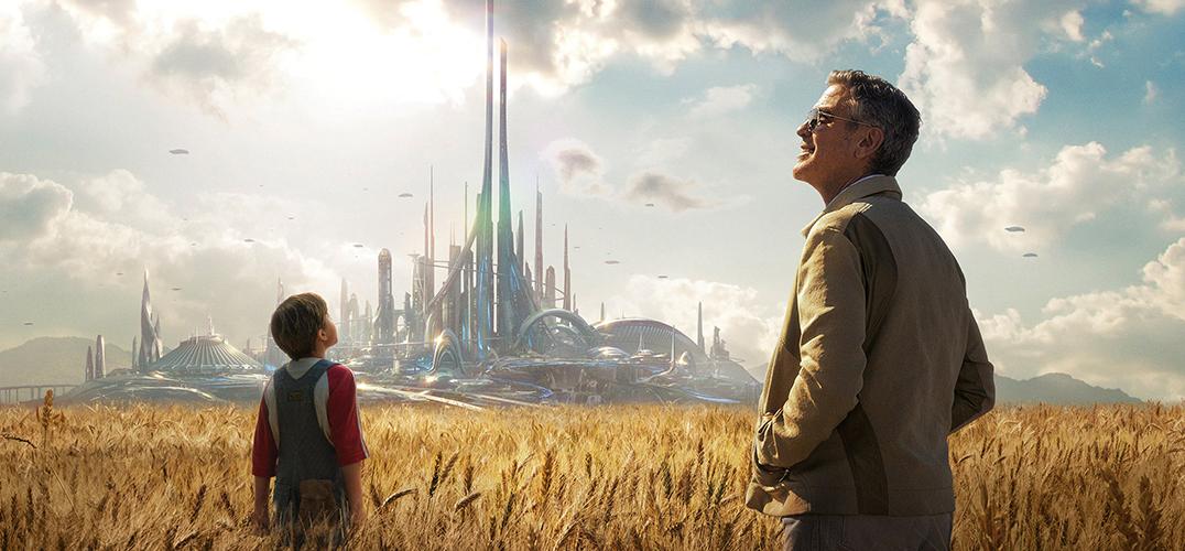 图注:《明日世界》剧照,片中展示的未来城市景象,灵感来自于华特·迪士尼留下的神秘箱子。供图/东方IC 今年迪士尼出品的影片特别多,旗下漫威的《复仇者联盟2》还未退潮,又一部科幻冒险片《明日世界》今天起以2D、IMAX两个版本登陆内地影市。这是一部向迪士尼创始人华特·迪士尼致敬的影片,好莱坞老男神乔治·克鲁尼携手新人女演员布丽特妮·罗伯森,踏上寻找明日世界的解密冒险。 《明日世界》讲述了一个奇妙的冒险故事。意外获得的一枚神秘徽章,将聪明阳光的少女凯茜