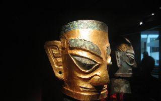 三星堆黄金面具复制品成国礼 通高42.5厘米