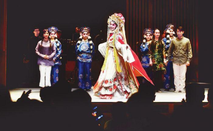 香港西九茶馆剧场:复古舞台提供亲密观演经验