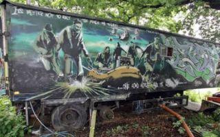 """班克斯涂鸦巨作""""沉默的大多数""""在巴黎高价售出"""