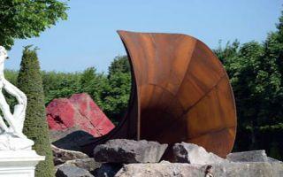 """安尼施·卡普尔具有""""性暗示""""的雕塑引争议"""