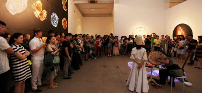 苍鑫:其实艺术不重要 关键是找到一种通道