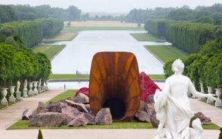 """凡尔赛宫展出的""""王后阴道""""艺术装置引争议 外媒称是女权主义挑战"""