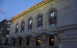 布鲁克林音乐学院用艺术联结校园