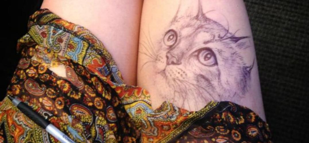 美女不好好上课 在大腿上画画 老师发现后竟然...
