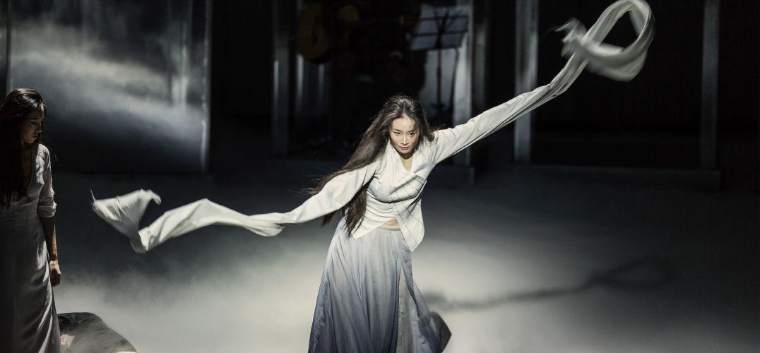 """作品介绍: 舞蹈最初的创意是""""生长""""—""""结构"""