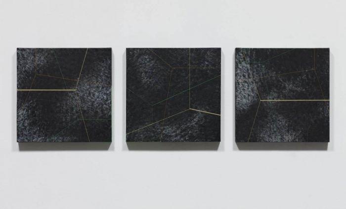 《,》, 2015 布面黑色石膏粉、丙烯、油画颜料, 各50 x 50 厘米