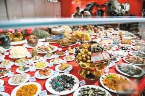 奇石宴席标价30亿:天然奇石拼成菜品