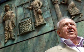 俄饱受争议雕塑家采列捷利向莫斯科赠送三座纪念碑