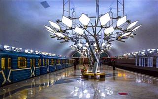 莫斯科地铁 绚丽多彩的地下艺术宫殿