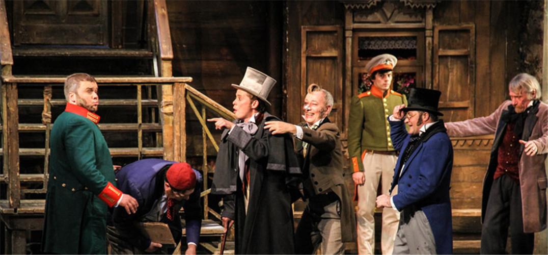 """两个月前,一部波兰话剧《伐木》在京津两地掀起了热潮。本周五,来自同一家剧院——弗罗茨瓦夫波兰剧院的《先人祭》又将在北京登台,剧中多位演员都曾演出《伐木》。作为首都剧场精品剧目邀请展演""""国际单元""""的开幕大戏,这部时长四小时的史诗级作品改编自波兰国宝级诗人亚当·密茨凯维奇的同名诗剧,有着""""波兰民族遗产中一颗巨大的钻石""""之美誉。另外,东欧的两家殿堂级剧院俄罗斯亚历山德琳娜剧院、塞尔维亚南斯拉夫话剧院8月将首次来华演出。曾以《敌"""