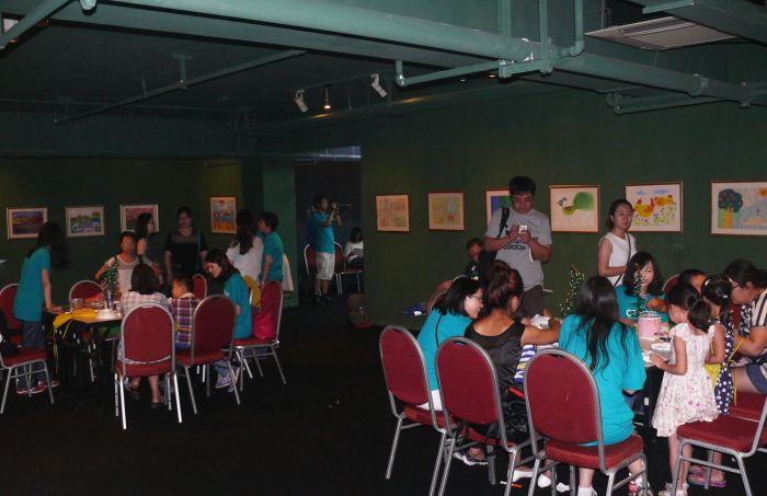 """""""我们的世界""""自闭症儿童美术作品展开幕:绘画让不同的"""