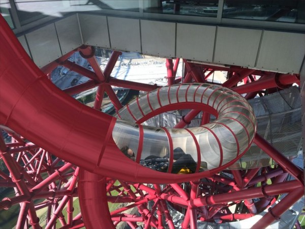 """""""轨道塔""""位于伦敦奥林匹克公园的心脏部位"""