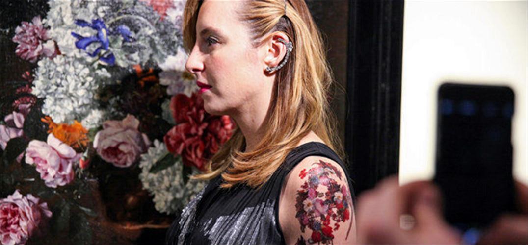 款中式花鸟纹身