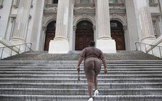艺术家福斯汀在纽约用裸体行为艺术纪念奴隶历史