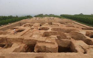 元安西王府考古发现四件台沿螭首 初步确认主殿位置