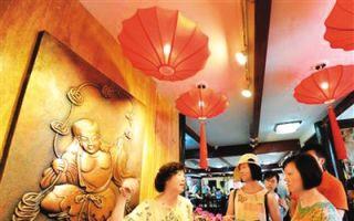 南锣鼓巷的非遗范儿:15位传承人打造北京财神店