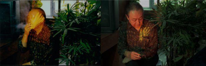 宋冬,《第一次抚摸父亲》,录像截图,80x120 cm x2,1997