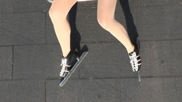 马秋莎,《我所有的锐气源于你的坚硬》,单频录像,25′29″,2011