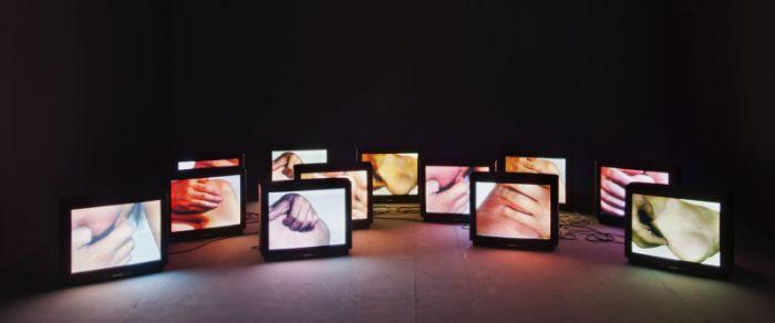 张培力,《不确切的快感(二)》,6视频源12画面录像装置(PAL格式),  无声彩色,5′,1996