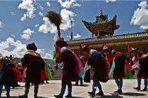 热贡狂欢节:人神同乐的狂欢节
