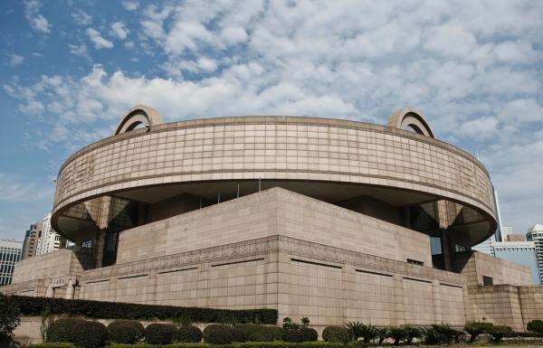 上海博物馆现馆所在地黄浦区人民大道201号位于人民广场南侧,属于上海
