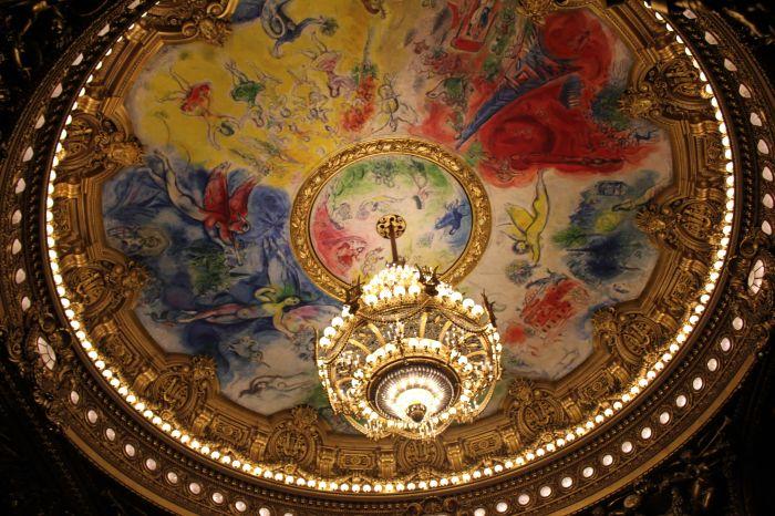 作品范围包括绘画,镶嵌画,舞台设计,织锦画等,许多公共建筑物,如巴黎