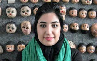 """伊朗女艺术家因与其律师握手而面临""""非法性关系""""指控"""