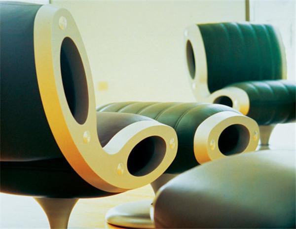 马克·纽森设计作品 椅子是每个设计师或是建筑师都可能会涉及的一个产品,Marc除了设计了一些椅子外,也是钟表设计师。他的出发点就是因为找不到喜欢的手表。设计师嘛,找不到喜欢的就自己设计吧。2007年,Marc为手表品牌Ikepod设计的三个系列手表。
