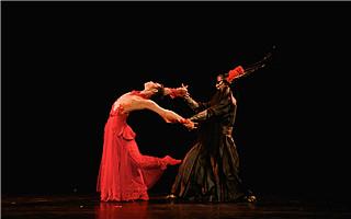 """杨丽萍""""十面埋伏"""" 现代舞与戏剧相融合"""