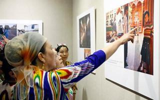 """""""喀什·老城记忆摄影展""""开幕 展出200多幅摄影作品"""