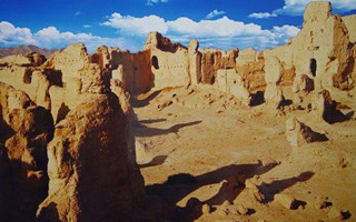新疆罗布泊新发现两处人类居址和墓葬 出土权杖头