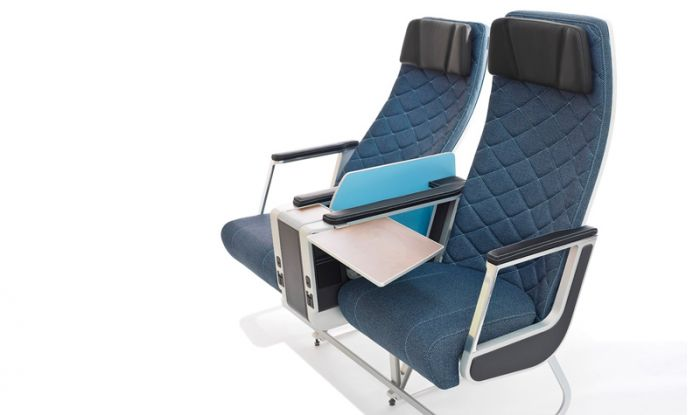 Acro 豪华经济舱座椅 苗条的经济舱座椅使用轻质复合材料构成,外形轻便,更贴合乘客身形。而豪华经济舱座椅则提供了多一种差异化选择,其设计灵感来源于 20 世纪的经典家具。双座模式共宽约 1.2 米,之间配有双扶手。在满足前后座位出口间距不低于 0.2 米的前提下,这种座椅从前排到后排靠背的间距只需要 0.