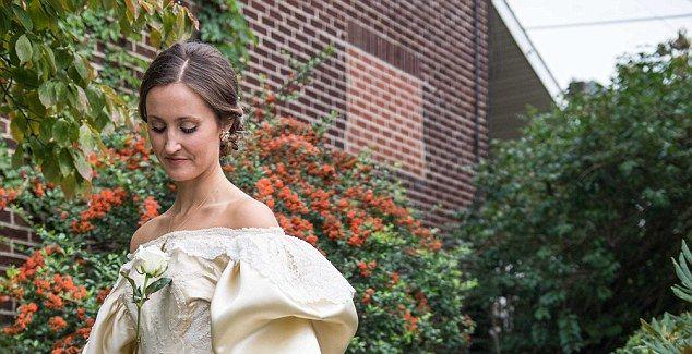 一条120年历史的婚纱 她成为家族里第11个穿这件婚纱的新娘子