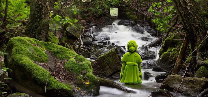 """芬兰艺术家 Kim Simonsson用传统技术创造敏感和超现实的彩绘陶瓷雕塑。艺术品结合了天真的动物和孩子的形式与扭曲的暴力和悬念,旨在质疑孩子和自然在现代社会中的角色。 在艺术家的""""苔藓人""""系列中,艺术家用有趣的儿童和森林生物担任他的灵感缪斯,形成了一种奇妙的荒诞美学。在苔藓覆盖下的人物也呈现出了不同的性格状态。 Kim的个展近日在纽约杰森·雅克画廊,直到10月28日。        版权声明:凡本网注明""""来源:凤凰艺术""""的所有作品,均为本"""