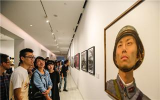 重庆罗中立美术馆建成开放 全部被彩色图案覆盖