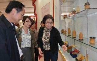 北京文学艺术品展示会昨中华世纪坛开幕