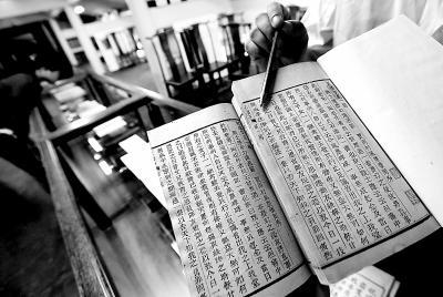 《红楼梦》程甲本(图右)与程乙本(图左) 图/北京日报