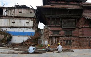 尼泊尔:在废墟上继续生活