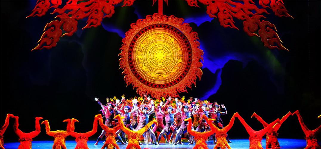 与广西歌舞剧院创作演出的音乐舞蹈诗《花山》亮相中国上海国际艺术节