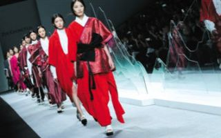 在设计和商业中追求国际化 上海时装周春夏