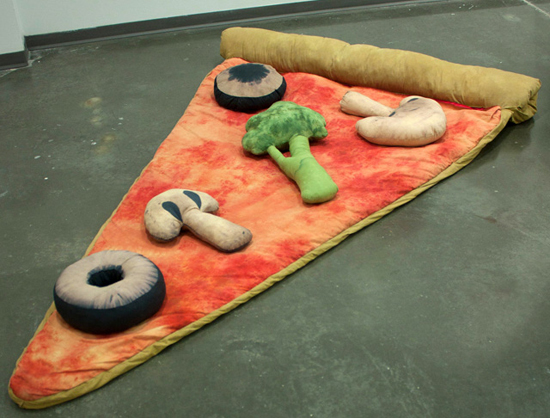 20141016203930-slice-of-pizza-sleeping-bag-w-veggie-1