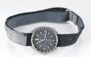 1971年太空人登月时佩戴手表拍出162.5万美元