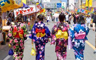 上海和服节:穿浴衣出街 赚足回头率
