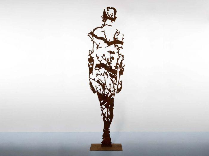 看人体网站_如同蕾丝制成的人体金属雕塑:远看近看大不同