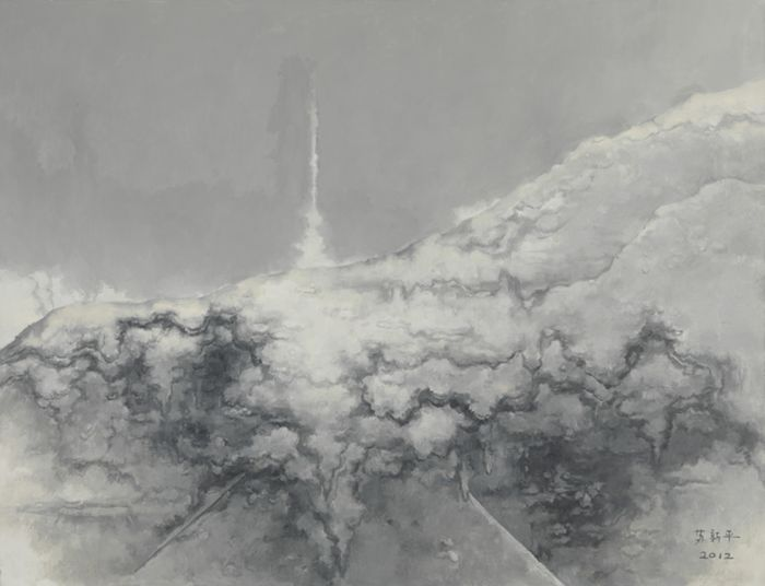 """苏新平《灰色15号》 苏新平是少有能在版画与油画领域都有建树的艺术家。《风景》系列是苏新平近年来主要的创作方向,其中蕴含有形到无形的变化过程。多年的版画、油画实践,使其作品更有艺术语言的沉淀之感。艺术家杜大恺是一位颇具修养的长者画家,他的风景作品挥洒于纸本之上,充满凝重、深沉之感,不起眼的景物在其笔下被赋予了内在生命;何汶玦描绘了缅甸佛像景观,首先完整的绘制了画像,再刮扫,最终呈现出动荡美感;姜淼认为""""感受是灵魂的语言,是人唯一高贵和纯净的领域,也是幸福的领域。""""他的黑白木刻从个"""