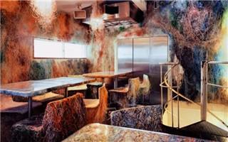 隈研吾的混沌空间:用彩色电缆装饰酒吧